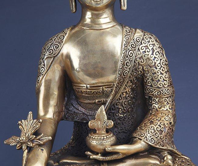 A VERY DETAILED CARVED GILT BRONZE BHAISAJYAGURU BUDDHA - 3