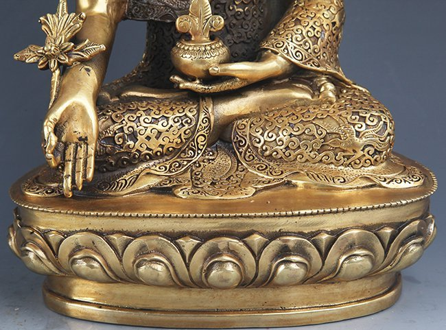 A VERY DETAILED CARVED GILT BRONZE BHAISAJYAGURU BUDDHA - 4