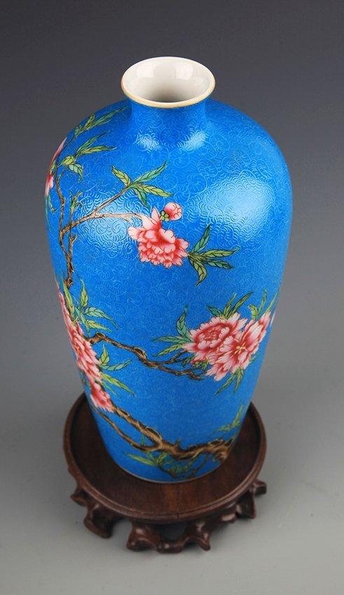 A BLUE GLAZED FAMILLE-ROSE PLUM BOTTLE - 7