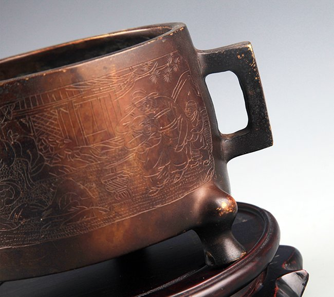 A FINELY CARVED DOUBLE HANDLE BRONZE CENSER - 3