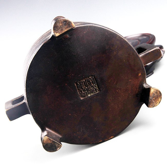 A FINELY CARVED DOUBLE HANDLE BRONZE CENSER - 5
