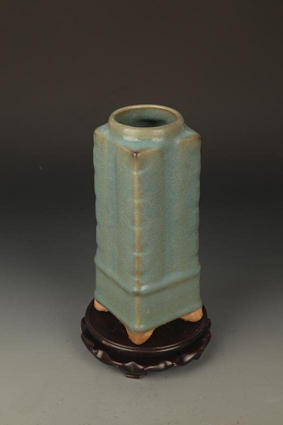 "A JUN YAO TRIPOD FOOT ""SONG"" STYLE PORCELAIN JAR - 4"