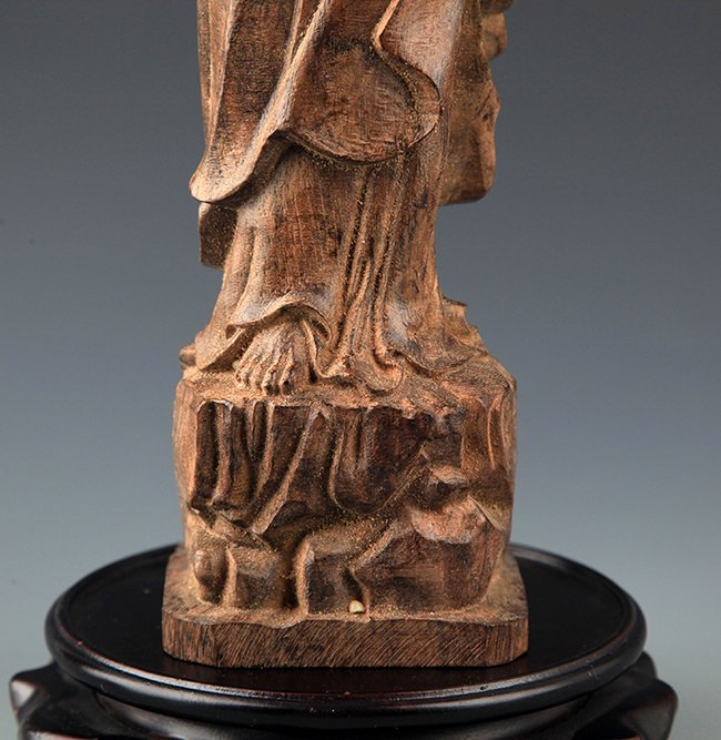 A FINELY CARVED AGAR WOOD BODHIDHARMA ROHAN - 4