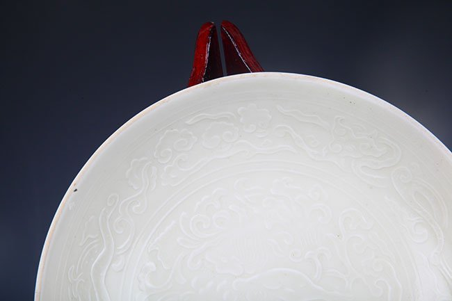 DING YAO WHITE COLOR GLAZED FLOWER PLATE - 2