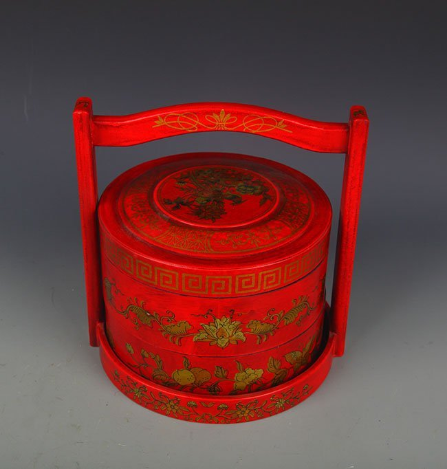 A PAINTED GOLD FLOWER PATTERN FOOD BOX