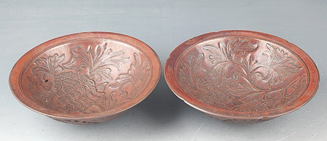A PAIR OF FINELY CARVED PORCELAIN BOWL - 2