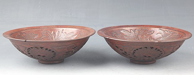 A PAIR OF FINELY CARVED PORCELAIN BOWL - 3