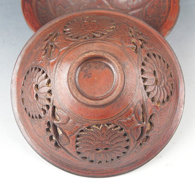 A PAIR OF FINELY CARVED PORCELAIN BOWL - 5
