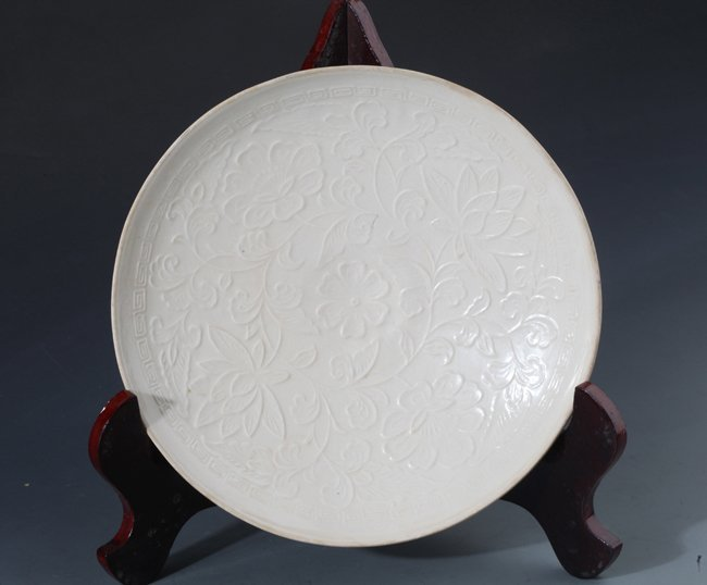 """A RARE AND FINELY CARVED PORCELAIN PLATE, """"DING YAO"""""""