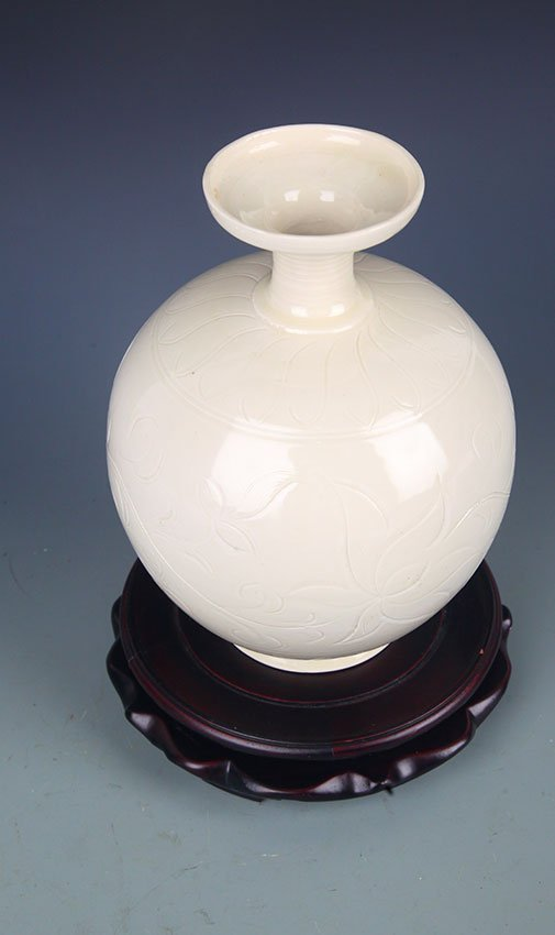 A DING YAO FLOWER CARING ROUND PORCELAIN BOTTLE - 4