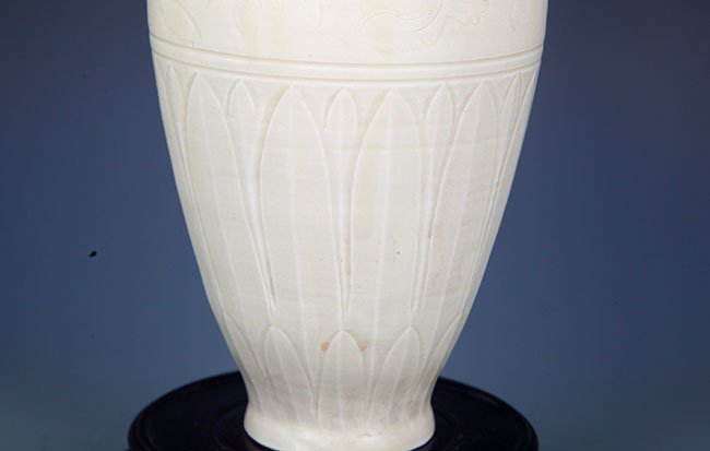 A DING YAO FLOWER ENGRAVED WIDE TOP JAR - 5
