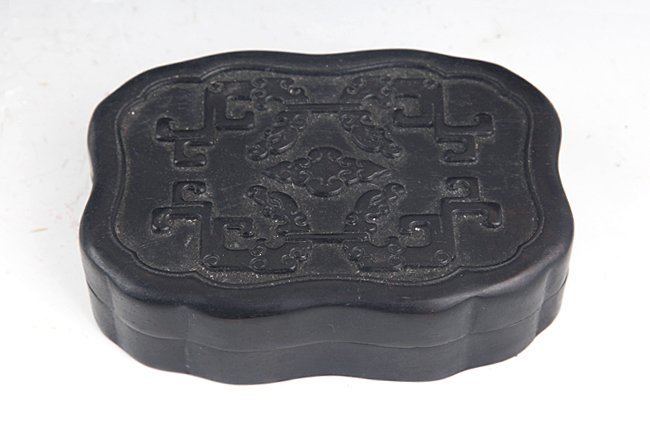A FINELY CARVED ZITAN BOX WITH COVER