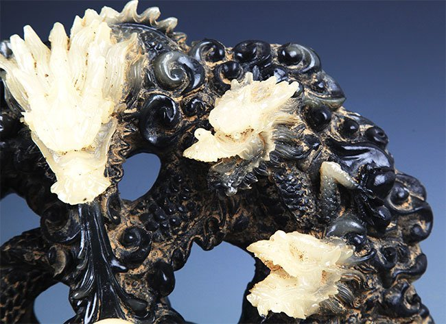A FINE NINE DRAGON CARVING GLASS FIGURE - 3