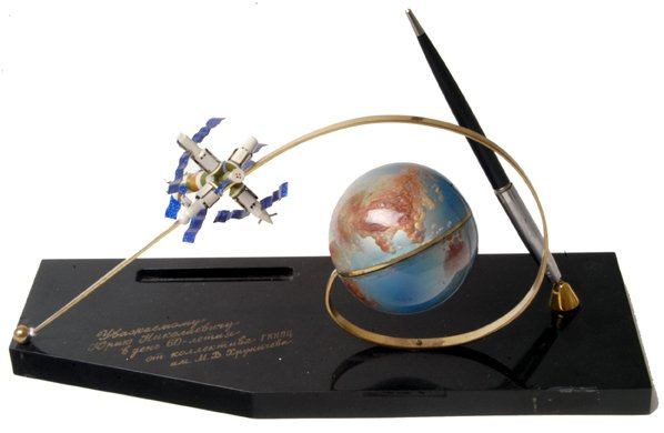 """1032: """"Mir"""" Space Station Model on a pen stand."""