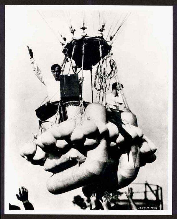 17: (c1926) Black and White Balloon Photo