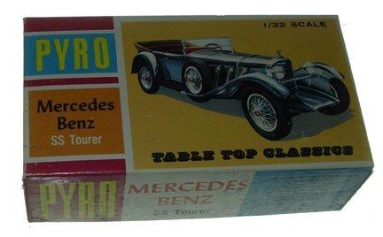 2522: Pyro 1966 Mercedes Benz SS Tourer 1:32 Plastic Mo