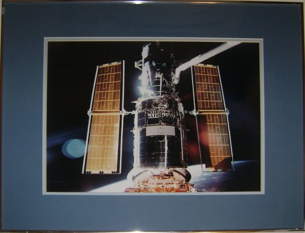 5A: Lg Framed Photograph of Hubble Telescope Deployment