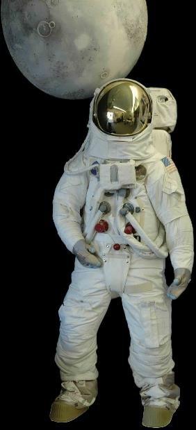 475: Apollo 11 Lunar EVA Suit with Mannequin This repli
