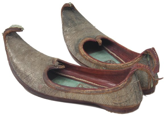 6: Vintage Pair of Men's Oriental Slippers