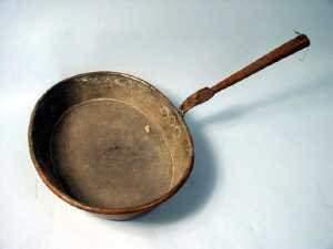 19th century oval copper skillet. 30cm x