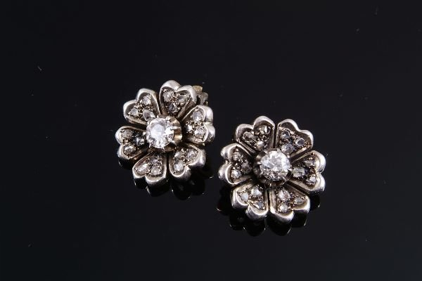 1012: A pair of Victorian diamond flower head clusters,