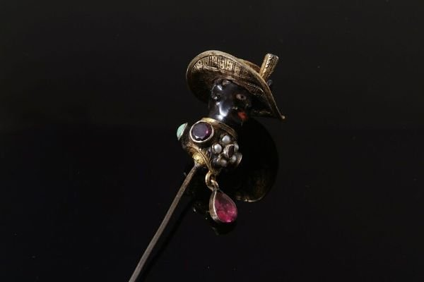 1024: A late nineteenth century blackamoor stick pin, h