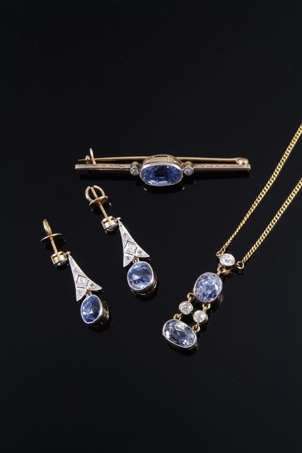 1078: A sapphire and diamond pendant, earring and brooc