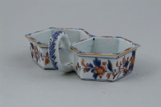 2006: A Chinese Imari condiment dish, with two conjoine