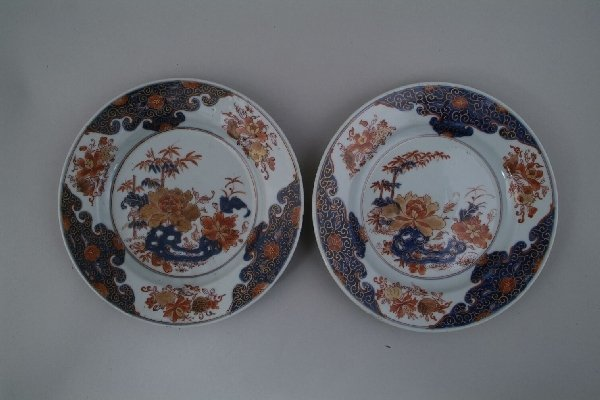 2011: A pair of Chinese Imari plates, painted to the ce