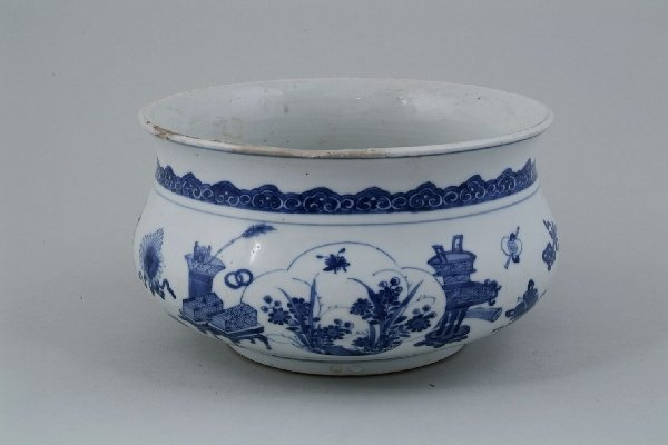 2012: A Chinese blue and white bowl, of compressed circ