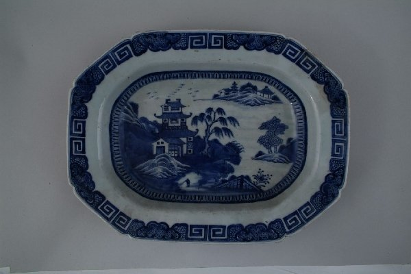 2013: A Chinese blue and white export meat dish, of can