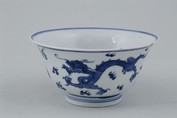 2023: A Chinese blue and white export bowl, painted wit