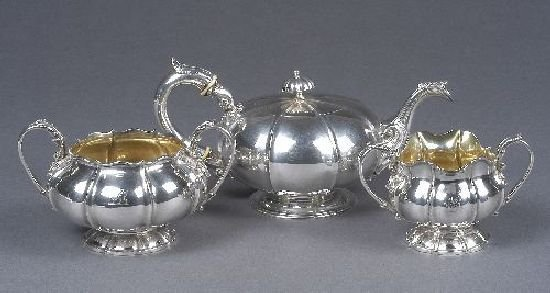 3013: A late Georgian English silver tea service, by Wi