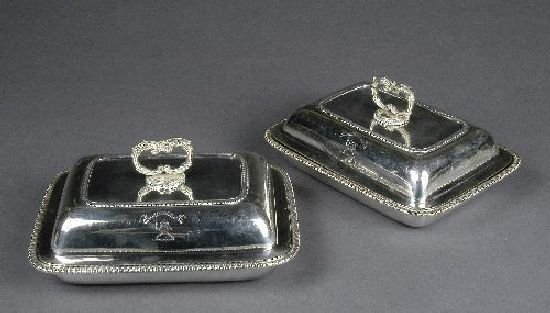 3014: A pair of George III silver entree dishes, by Wal
