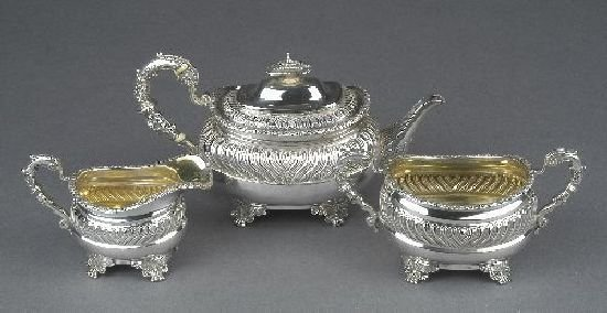 3022: A George III silver teapot, possibly by Crispin F