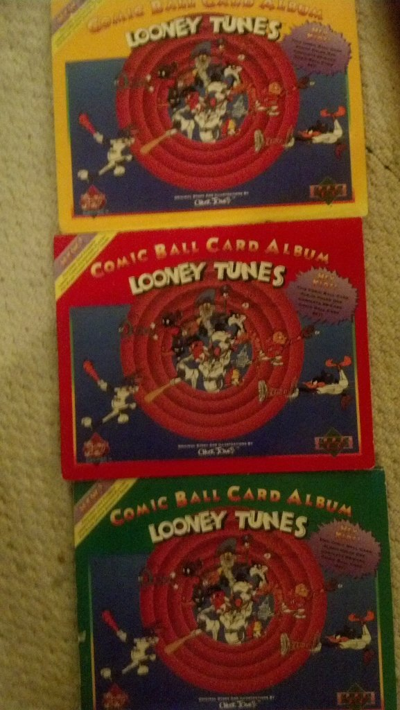 Lot of 3 - Looney TunesComic Ball card Albums 594 cards