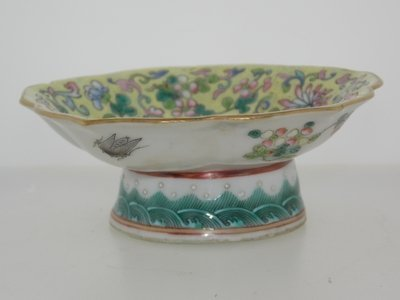 1862-1874 19th Century Famille rose small dish