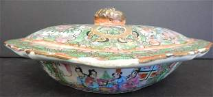 REPUBLIC CHINESE FAMILLE ROSE LIDDED JAR