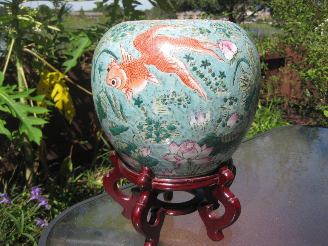 Qianlong 1736-1795 Chinese porcelain jar w golden fish