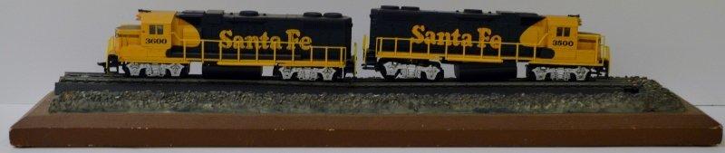 2 Santa Fe 3600 & 3500 HO scale locomotives in great sh