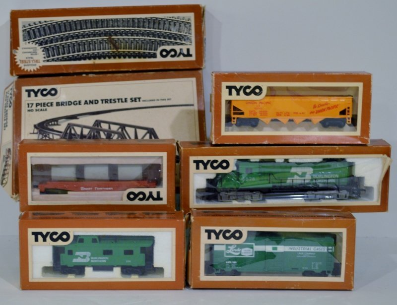 New Tyco Locomotive & Caboose Set - Burlington Northern