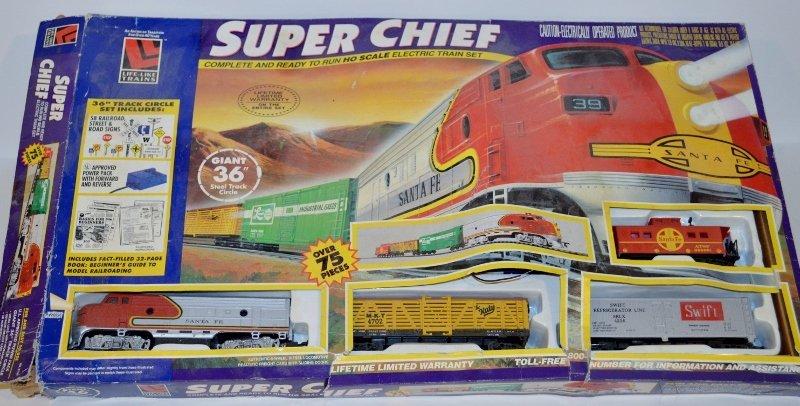 LIFE-LIKE SUPER CHIEF MODEL #8739 SANTA FE HO TRAIN SET