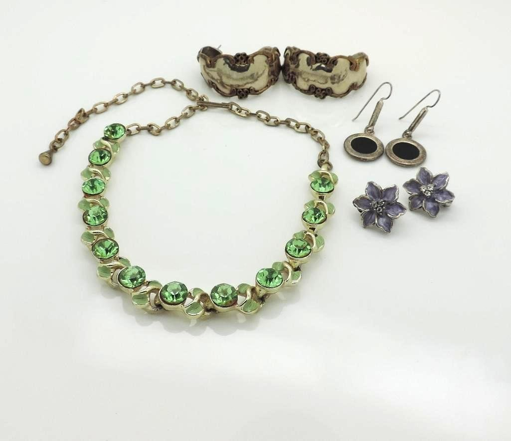 PERIDOT NECKLACE WITH 3 PAIRS OF EAR CLIPS