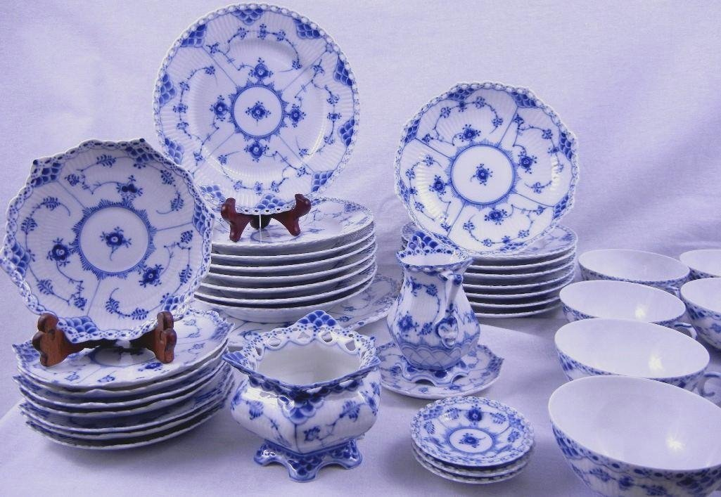 "ROYAL COPENHAGEN ""HALF AND FULL LACE"" LUNCHEON  36PCS"