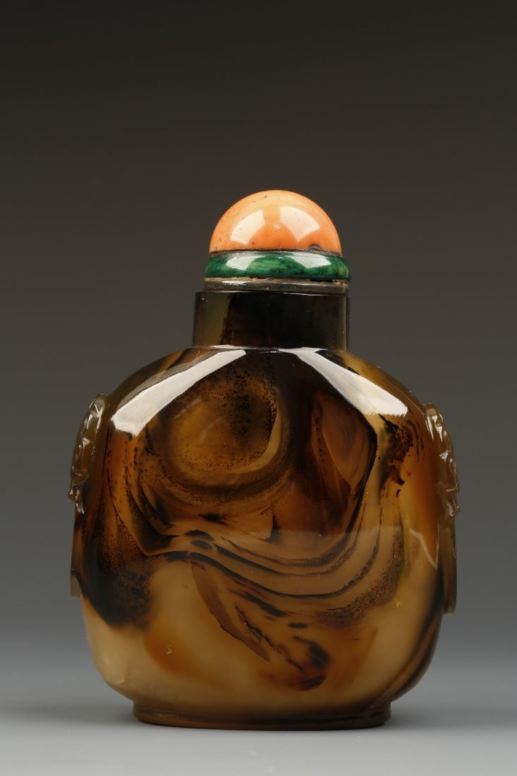 A LARGE CHALCEDONY SNUFF BOTTLE of rounded-rectangular