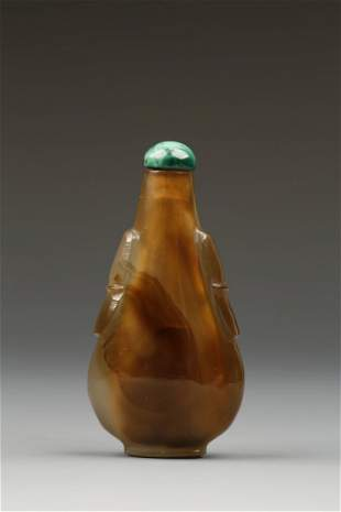 A PEAR-SHAPED CHALCEDONY SNUFF BOTTLE of light brown to