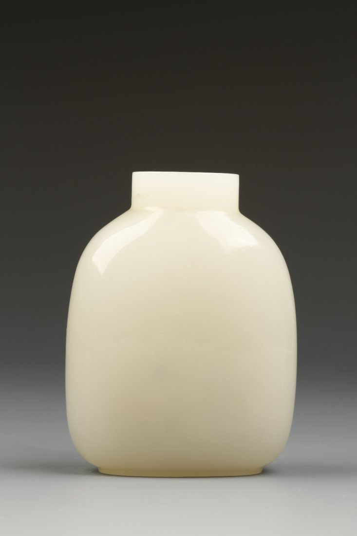 A FINE 'WHITE' JADE SNUFF BOTTLE, the rounded rectangul