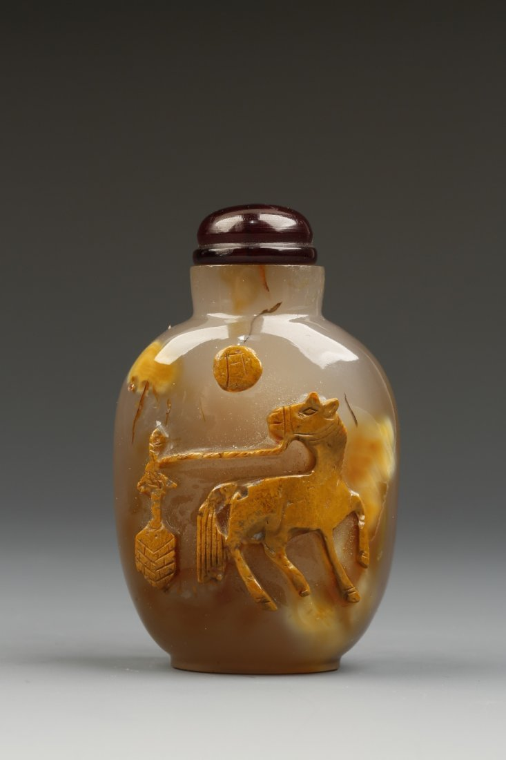 A CHALCEDONY SNUFF BOTTLE of rounded rectangular form,