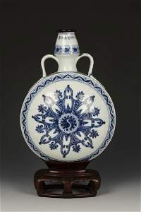 A BLUE AND WHITE MOON FLASK, each side decorated with s