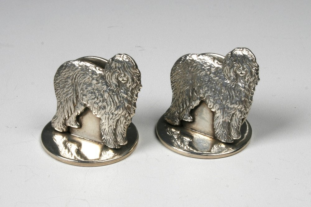 A PAIR OF EDWARDIAN MENU CARD HOLDERS modelled as dogs,